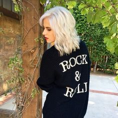 that @hairtattoosalon blonde & that @gypsywarrior cardigan 🍂 fall is here, can you feel it?