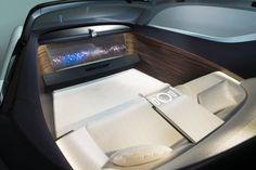 Weil die Studie autonom fährt, hat Rolls-Royce den Fahrerplatz ganz eingespart...