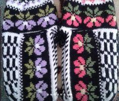Winter Hats, Slippers, Crafts, Diy, Manualidades, Bricolage, Slipper, Diys, Handmade Crafts