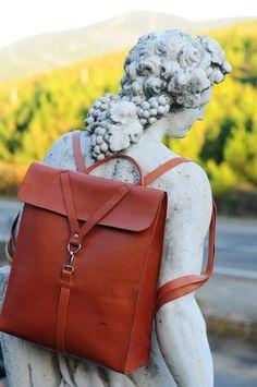 Custom backpack. Color natural Leather. Desing Ludena men bag.