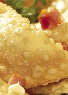 Pastéis de Massa Tenra (bem confeccionados com um saboroso recheio de picado de carne, são uma delícia portuguesa).