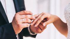 結婚は、人生でとても大事な節目。すでに結婚しているカップルならば、いくつか誓いごとをしたはずです。そんな「結婚式で本来誓うべきこと」をMichelle Hortonさんが「YourTango」にまとめてくれました。幸せな結婚生活を送るために、これからの人も参考にしてみるといいかも。どんなときでもあなたの強さ、あなたの可能性を信じているわ。だから、あなたが自分を見失ってしまったときは、「あなた...