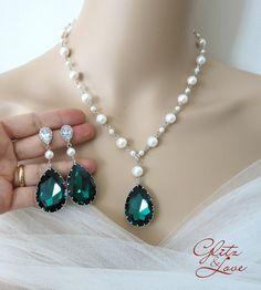 Emerald Teardrop Crystal Pearl Beaded Necklace, Bridal Jewelry, Wedding Jewelry, Swarovski Necklace, Pearl Necklace, green weddings, www.glitzandlove.com, by GlitzAndLove