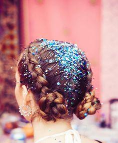 FESTIVAL HAIR STYLE! SPACE BUNS, BRAIDS AND GLITTER! - THE GYPSY SHRINE #thegypsyshrine #festivalhair #festivalmakeup #glitterspacebuns #glitterhair #coachella