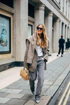 Photo of London Fashion Week Street Style Is Here to Bring You Nonstop Outfit Inspiration Best Street Style, Street Style Outfits, Street Chic, Fashion Outfits, Fashion Trends, Street Mall, Fashion Boots, Fashion Sandals, Paris Street