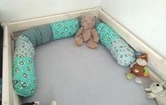 Sew bed snake yourself – simple DYI instructions (free) ⋆ Miss Broccoli - Babysachen Diy Pillows, Toss Pillows, Dyi, Homemade Stuffed Animals, Big Beds, Diy Nightstand, Engagement Ring Cuts, Pet Pigs, Cool Chairs