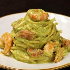 Spaghetti with courgette pesto, prawns and cherry tomatoes - Ricette di San Valentino - Meat Recipes Cucumber Recipes, Salmon Recipes, Meat Recipes, Pasta Recipes, Cooking Recipes, Healthy Recipes, Cooking Blogs, Cooking Games, Italian Dishes