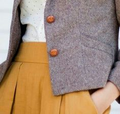 Tweed, tiny polka-dots, mustard skirt with pockets. Fashion Moda, Look Fashion, Autumn Fashion, Womens Fashion, Trendy Fashion, Mode Chic, Mode Style, Style Me, Retro Style