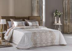 Colcha bouti Chantilly, 3 colores y posiblilidad de doble relleno. Comforters, Blanket, Relleno, Furniture, Bedroom Ideas, Home Decor, Gold, Duvet Covers, Tejidos