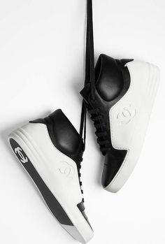 Tennis, veau-noir & blanc - CHANEL RTW pré-collection SS 2017 #Chanel #precollection2017 #SS17 | Visit espritdegabrielle.com - L'héritage de Coco Chanel #espritdegabrielle