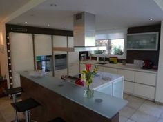 Photo 1 Table, Furniture, Home Decor, Apartments, Interior Design, Home Interior Design, Desk, Tabletop, Arredamento