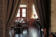 Pet friendly Bars/Restaurants:  Moonshine Patio Bar & Grill