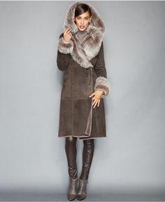 €3,651, Manteau en peau de mouton retournée brun foncé. De Macy's. Cliquez ici pour plus d'informations: https://lookastic.com/women/shop_items/141320/redirect