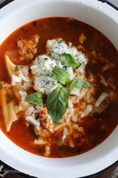 Lasagna Soup (skip the noodles) has everything you love about lasagna – all in one bowl of soup! Loaded with chicken sausage, lasagna noodles, marinara and cheese. It's easy, filling, hearty and perfect for a cold winter night. Soup Recipes, Cooking Recipes, Healthy Recipes, Lasagna Recipes, Ww Recipes, Recipies, Healthy Options, Crockpot Recipes, Free Recipes