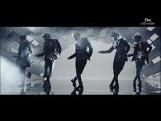 I love SHINee video's Everybody, everybody, every everybody.......... WHOA!..... wake up wake up