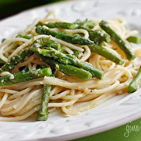 Pasta with asparagus from SkinnyTaste, with just a few ingredients. #pasta #asparagus