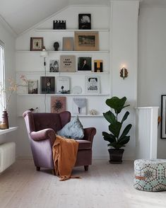 Want to change your living room? Before committing the irreparable, discover the pitfalls to avoid in the layout of the living room. Interior Design Living Room, Living Room Designs, Living Room Decor, Living Spaces, Interior Decorating, Room Inspiration, Interior Inspiration, Cozy House, Home And Living