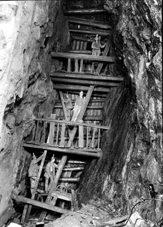 The Man Engine at 234 fathoms level below adit, in The man engine went down to the 314 fathom level. Miners can be seen standing on the steps of the engine rod while others stand on solars or platforms fixed in the shaft at intervals of 12 feet Old Pictures, Old Photos, Vintage Photos, Minions, Coal Miners, Cornwall England, Renewable Energy, Abandoned Places, Historical Photos