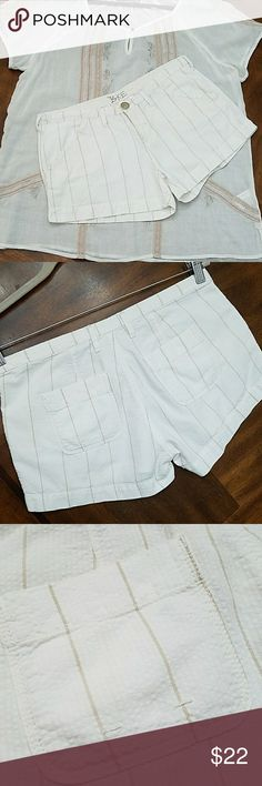 "Cute BKE Cotton Gauzy Short Striped Shorts 100% cotton lightweight gauzy fabric in offwhite with tan stripe. One button zip, side pockets & rear open style pockets. Tagged 28 the waistline measures 15"" across. Length 9.5"" inseam 3"". Front rise of 8"" backrise of 13"". Perfect condition and flawless. Great beach shorts! ;) BKE Shorts Cargos"