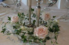 Fru Brattens Blomstergleder Bridal Hair, Floral Design, Wedding Day, Table Decorations, Elegant, Hair Styles, Home Decor, Circuit, Pi Day Wedding