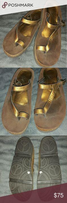 Donald J Pliner Great premium brand cork and leather sandal. In excellent condition. Donald J. Pliner Shoes Sandals