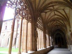 Tierras de Castilla y León: Claustro gótico Plateresco  del antiguo monasterio de Santa María La Real