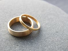 2mm 5mm wedding ring set in recycled 18ct yellow gold flat