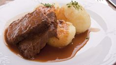 Sauerbraten (Quelle: Thinkstock by Getty-Images) Sauerbraten Recipe, Dinner Sides, Pampered Chef, Soul Food, Bon Appetit, Brunch, Food And Drink, Favorite Recipes, Beef