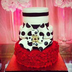 Elegant frill cake
