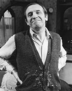 Leonard Rossiter, West Ham Players, Rising Damp, British Comedy, Vintage Tv, Classic Tv, Actors & Actresses, Pin Up, Tv Shows