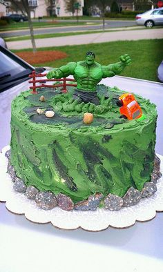 These amazing Hulk themed cakes are perfect for the biggest Avengers fans. Hulk Birthday Cakes, Hulk Birthday Parties, 5th Birthday Cake, Superhero Birthday Party, Birthday Bash, Birthday Ideas, Hulk Torte, Hulk Cakes, Batman Cakes
