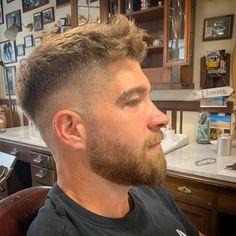 Mens Haircuts Quiff, Modern Mens Haircuts, Mens Hairstyles With Beard, Hairstyles Haircuts, Haircuts For Men, Short Hair With Beard, Wavy Hair Men, Hair And Beard Styles, Short Hair Styles