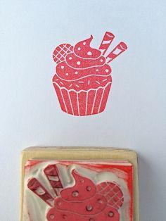 """handgeschnitzter Stempel """"Muffin"""" von Arteck auf DaWanda.com"""