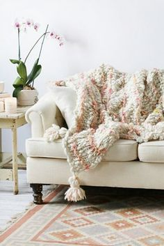 A Few Tips How To Transition Your Summer Home To Fall. Easy Way to transition your summer home to fall. How to transition your summer home to fall. Simple way to transition your summer home to fall. 5 Ways to transition your summer home to fall. Home Living Room, Living Area, Living Spaces, Knitted Blankets, Wool Blanket, Cozy Blankets, Chunky Wool, Cozy House, Decoration