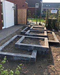 Idea for a vegetable garden? Veg Garden, Garden Beds, Landscape Design, Garden Design, Garden Renovation Ideas, Cinder Block Garden, Sloped Garden, Garden Architecture, Container Plants