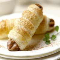 Mocha-filled Cream Horns