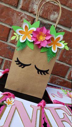 Flamingo Tropical Hawaiin Birthday Goodie Favor Treat Bags notes… - Basteln ideen - Lilly is Love Diy Birthday, Unicorn Birthday, Unicorn Party, Birthday Gifts, Birthday Gift Wrapping, Paper Gift Bags, Paper Gifts, Diy Paper, Paper Crafting