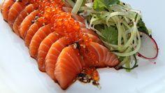 Sashimi av laks med soya, lime og sesam