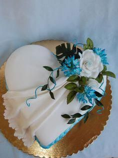 Children& birthday celebrations ideas for eating (with fruit), games, handicrafts, cakes, fellow… Pretty Cakes, Beautiful Cakes, Amazing Cakes, Heart Shaped Cakes, Heart Cakes, Valentines Day Cakes, Elegant Cakes, Cake Decorating Tips, Occasion Cakes