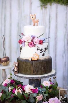 Have you been searching high and low for woodland party ideas that will make your heart ache with joy! Mine is bursting at the seems over this precious Woodland Animal Birthday Party submitted by Mari Woodland Party, Woodland Cake, Woodland Onederland Party, Forest Party, Woodland Wedding, Girl First Birthday, First Birthday Parties, First Birthdays, Fairy Birthday