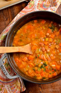 Syn Free Vegetable and Bean Stew - A perfect hearty filling dish to serve on a cold winter's day. Slimming World and Weight Watchers friendly Chicken Recipes Video, Healthy Chicken Recipes, Slimming World Vegetarian Recipes, Vegan Vegetarian, Bean And Vegetable Soup, Lunch On A Budget, Slimming Eats, Bean Stew, Syn Free