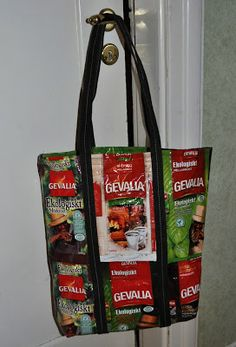 Ingapyssel: Kaffepaketskasse Coffee Sachets, Sachet Bags, Recyle, Creative Colour, Repurposed, Recycling, Arts And Crafts, Crafting, Sewing