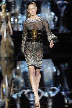 Dolce & Gabbana Fall 2007 RTW - Runway Photos - Fashion Week - Runway, Fashion Shows and Collections - Vogue