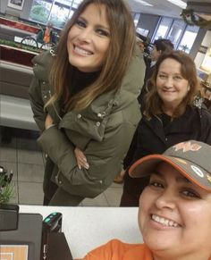First Lady Melania Trump @ Whataburger, Corpus Christi, TX Malania Trump, Trump One, Vote Trump, Melania Knauss Trump, Trump Is My President, Greatest Presidents, First Lady Melania Trump, First Daughter, American Pride