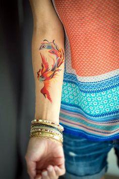 tatouage oiseau phénix pour le bras de femme