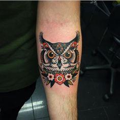 Black garden tattoo – foot tattoos for women Tattoo Designs Foot, Old School Tattoo Designs, Owl Tattoo Design, Foot Tattoos, Body Art Tattoos, Sleeve Tattoos, Traditional Owl Tattoos, Traditional Tattoo Wrist, Owl Tattoo Drawings