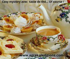 Un cozy mystery préfère les ambiances automnales ou hivernales, dans la campagne anglaise, près d'un bon feu de cheminée ou d'une tasse de thé... tasse en porcelaine anglaise, of course ! Cream Tea, English Afternoon Tea, Afternoon Tea Parties, Rose Tea, Tea Service, C'est Bon, Me Time, High Tea, Vintage Tea