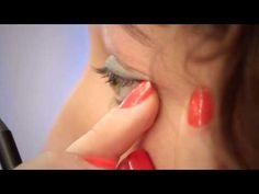 disco diva: tutorial de maquiagem com brilho pra arrasar na noite. usamos a sombra azulquesa, lápis de olhos azulax e batom rosarão.  #sombra #azul #turquesa #lapis #batom #rosa