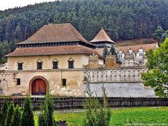 . Lázár-kastély Gyergyószárhegy Natural Scenery, Natural Resources, Old Buildings, Eastern Europe, Natural Wonders, Homeland, Budapest, Croatia, Countryside