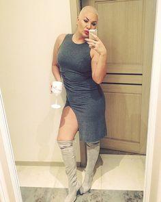Miłego sobotniego wieczoru fallowme====> #goodevening #sobota#saturday #polishgirl #girl#instalike #instagood #good#instacute #cute#dress #fashionblogger #fashion #beautiful #buzzcut #moet #thighboots #blonde #blondehair #legs#me#look #goodnight #world #fallowme #wekend #poznan#mylifestyle #my #